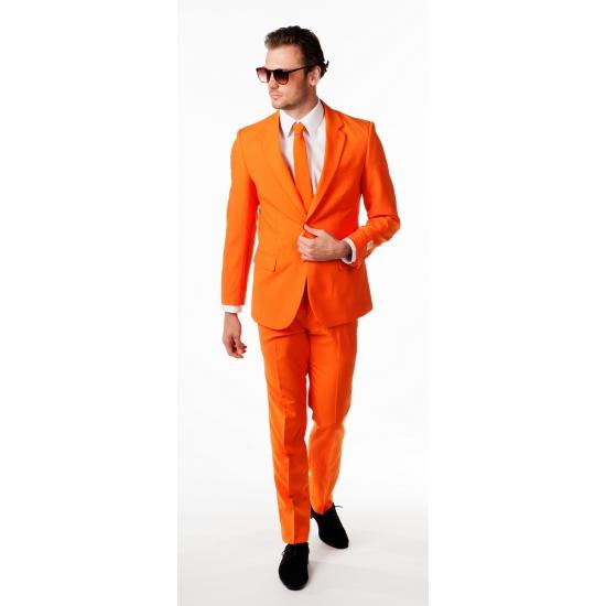 Compleet oranje pak inclusief das