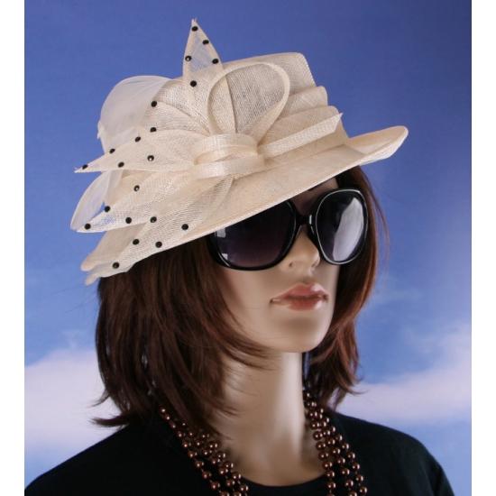 Trouwerij hoeden in beige kleur